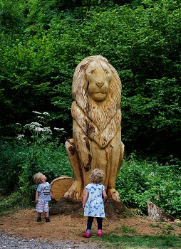 Young children are wowed by the magnificent statue of Aslan on the new 'Narnia' trail