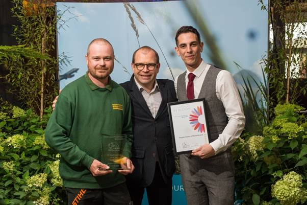 South and South East in Bloom Awards. Andy Wright, Cemeterys Operative (left) and Alan Bixby, Cemeterys Officer (right)